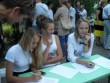 Помогают регистрировать нынешние ученики